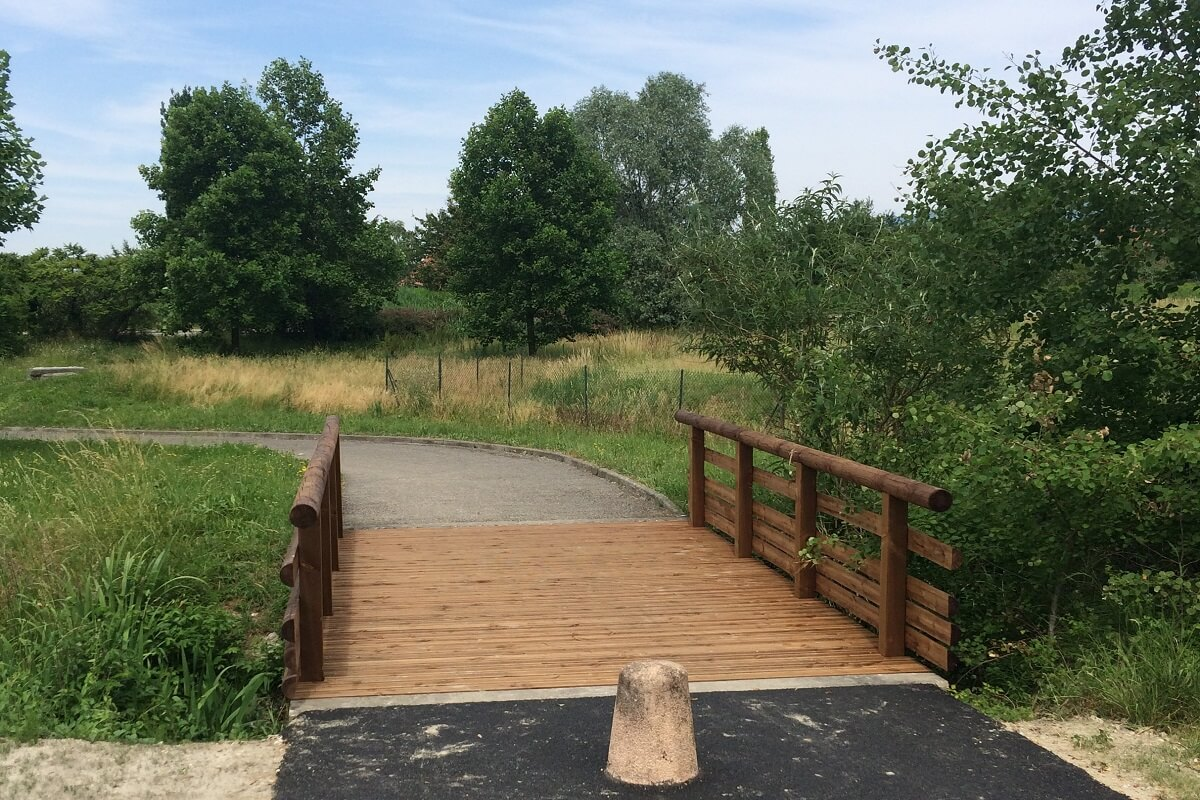 chemin piétonnier passerelle bois