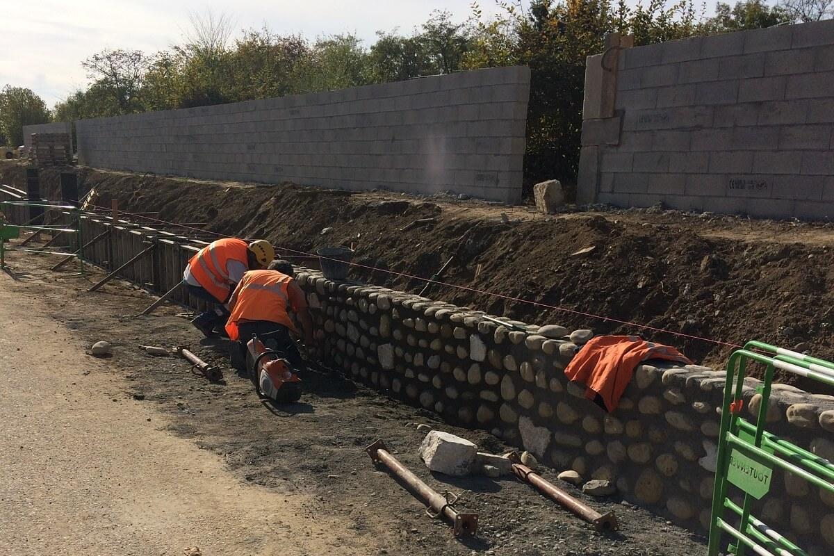 Réalisation mur en galets