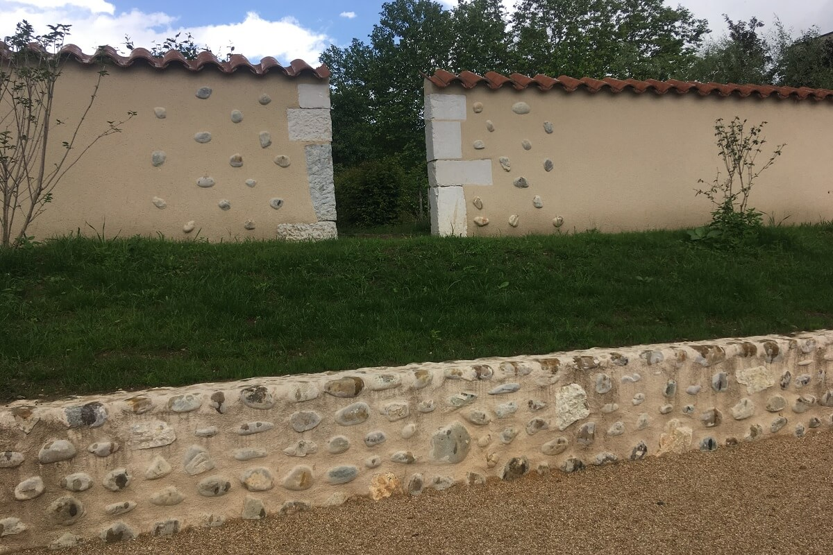 NOTRE DAME DE L'OSIER Aménagement de la basilique au cimetière Mur