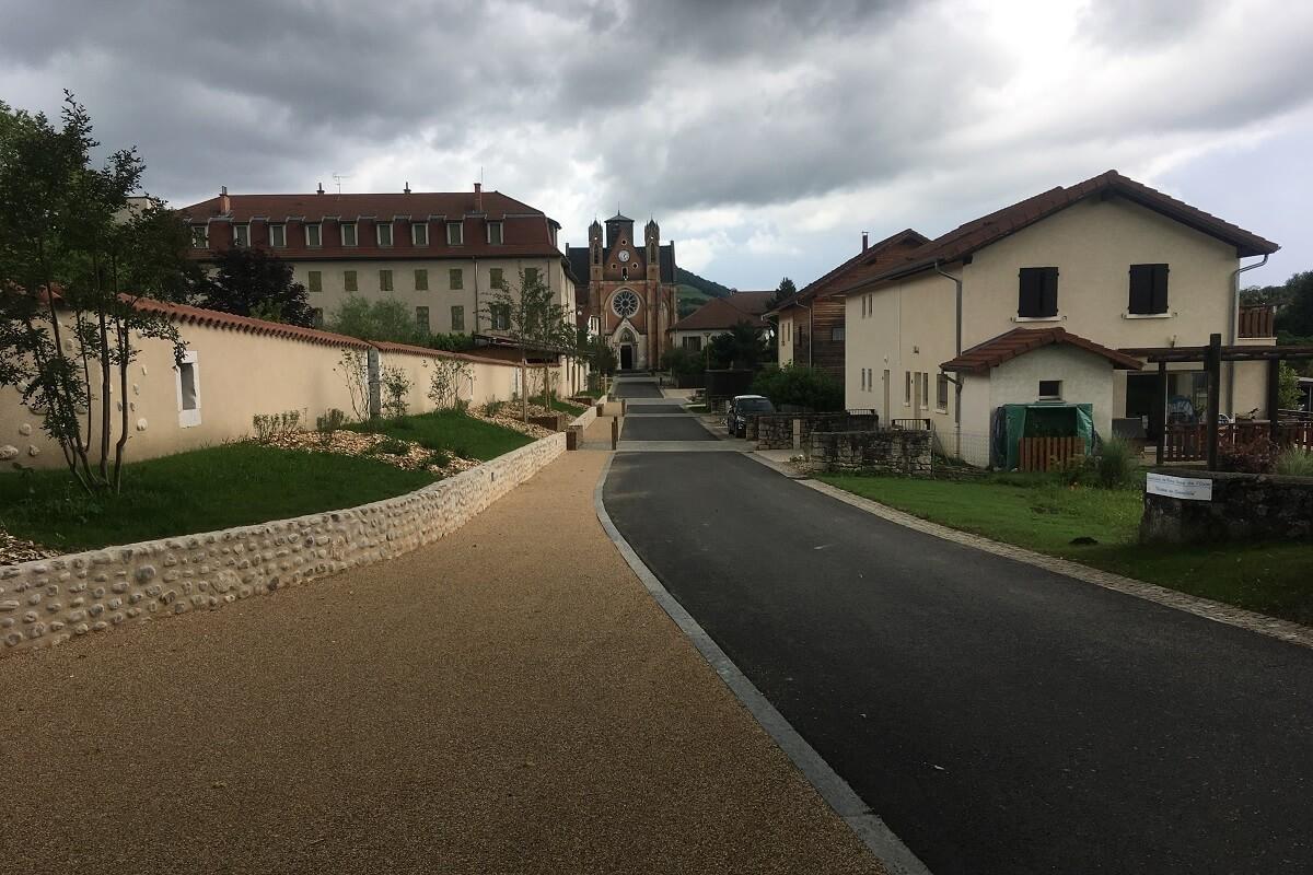 NOTRE DAME DE L'OSIER Aménagement de la basilique au cimetière