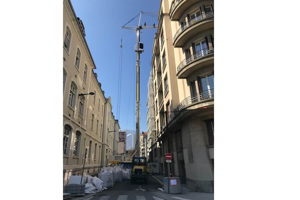 GRENOBLE Le Select grue approvisionnement substrat terrasses suspendues