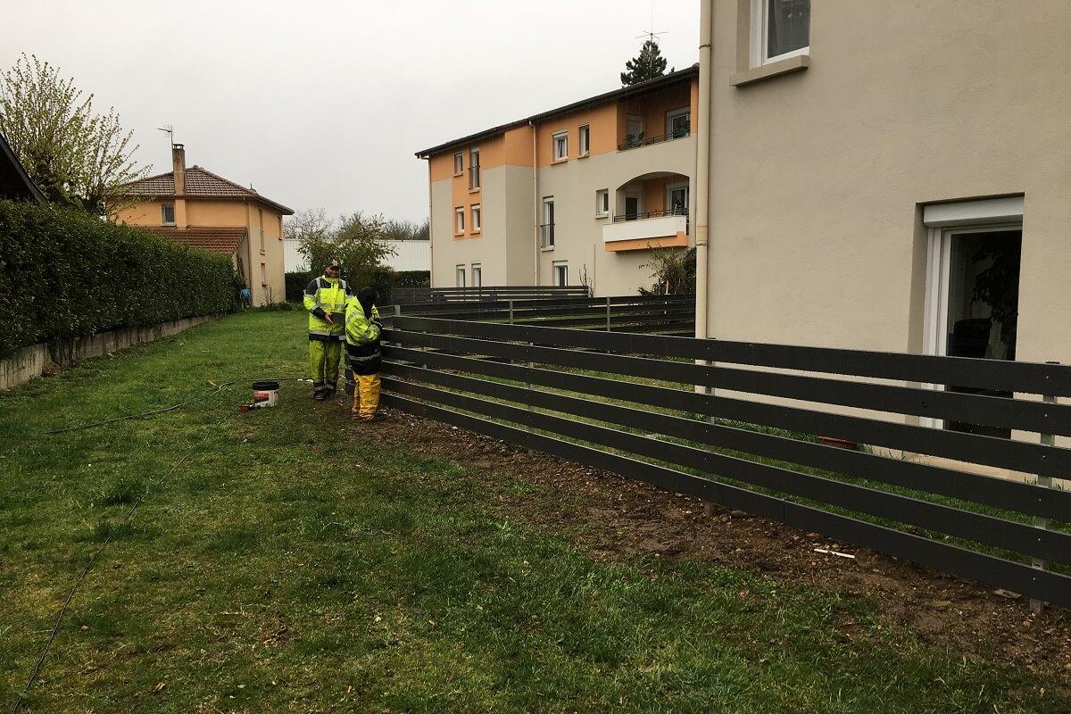 VINAY LA MALENE pose de clôture barrière