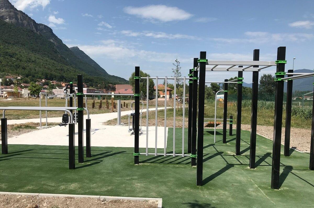Aménagement de la Plaine des Sports pose de jeux et modules de fitness
